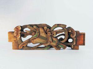 清代 · 通雕蕉叶扇宝卷牡丹纹穿插枋(广东省博物馆)